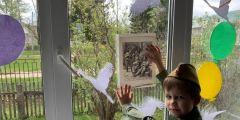 Нарисовали Победу на окнах